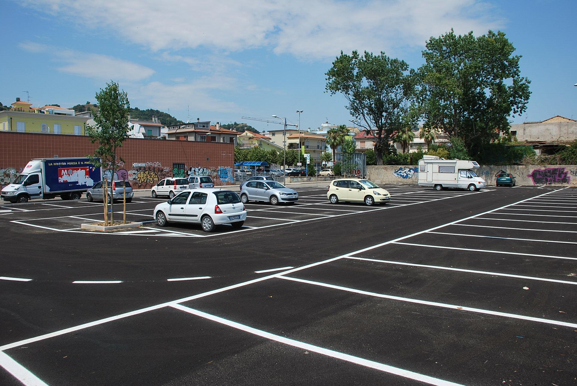Parcheggi: bloccare un'altra auto corrisponde a reato?