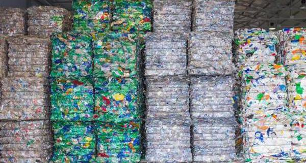 Un nuovo programma circolare per la plastica: riprogettazione e riuso