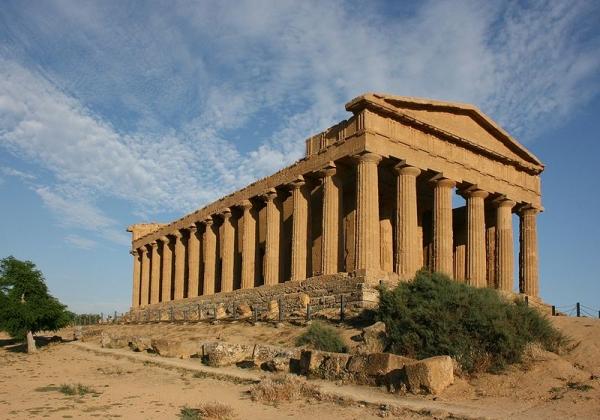 Valle dei Templi: demolizione delle case abusive è legittima
