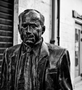 Statua di Leonardo Sciascia.Elena La Spina-2