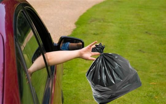 Multe anche per chi getta rifiuti dal finestrino