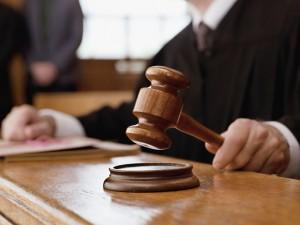 martello giustizia condanna violenza