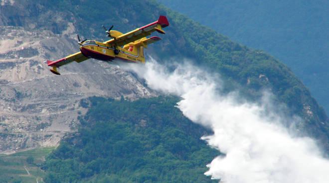 Incendi: nell'ultimo mese bruciano più boschi che nel 2016