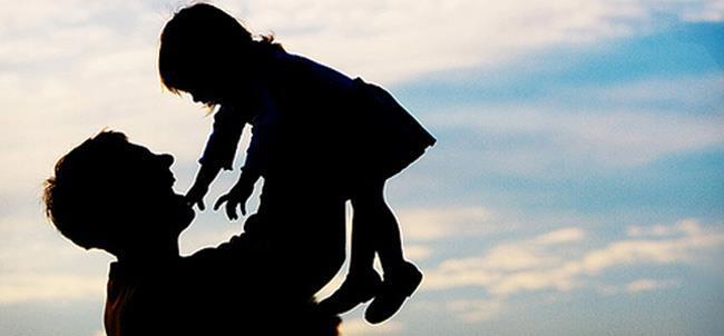 Il dramma dei Padri separati: nasconde la figlia in valigia per poterla portare in vacanza