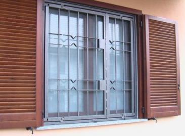 Installazione grate alle finestre - Grate per finestre villa ...