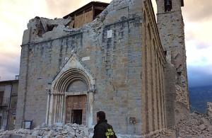 Terremoto_centro_Italia_2016_-_Amatrice_(2)