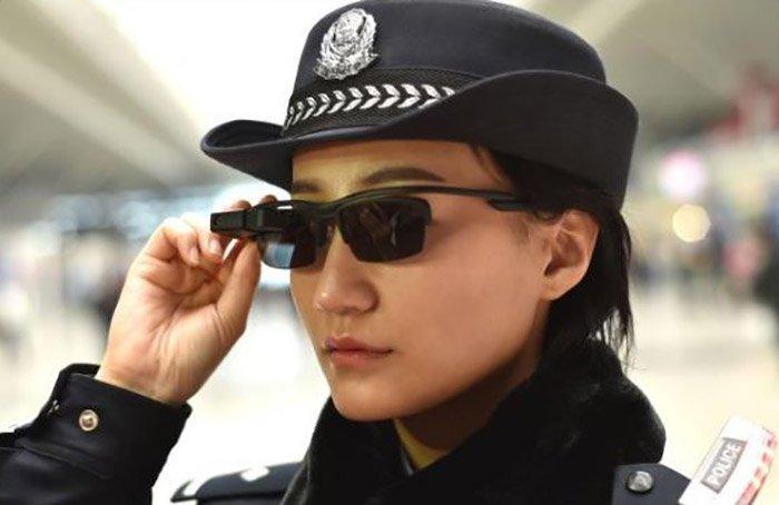 Cina: per la Polizia occhiali per il riconoscimento visivo