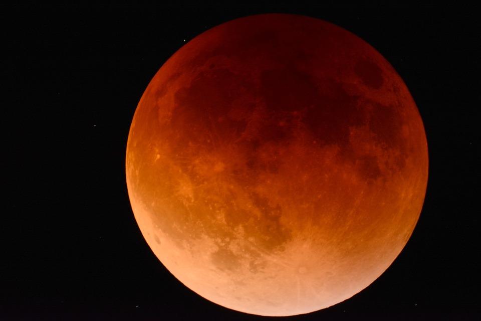 Luna Rossa: il 27 Luglio un'eclissi di portata storica, ecco come fotografarla