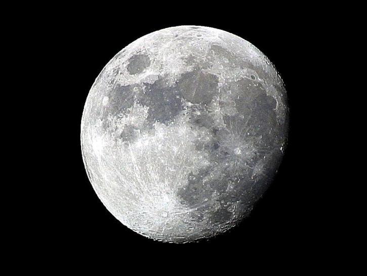 C'è Ghiaccio sulla Luna: la NASA rende nota l'ultima scoperta scientifica