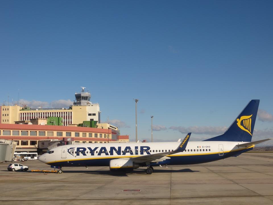 Ryanair: il bagaglio a mano non sarà più gratis, stangata per i consumatori