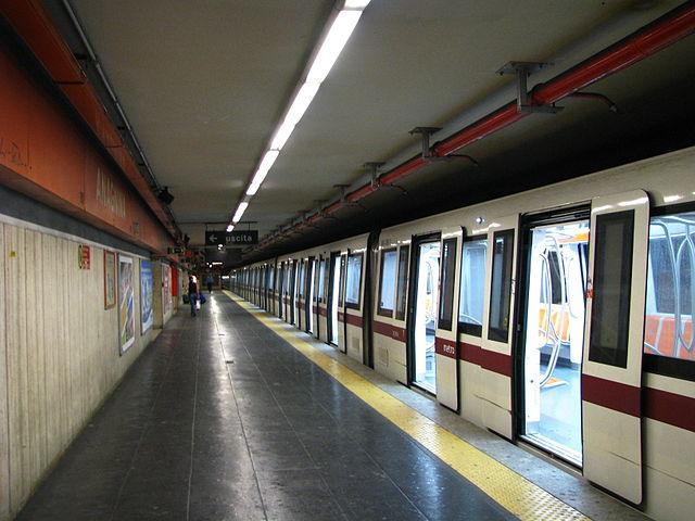 Crollo scala mobile nella Metro di Roma: decine di feriti, alcuni gravi