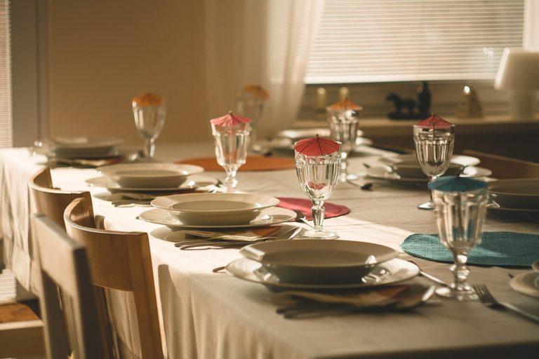 Pausa pranzo: quanto costa un pasto tipo presso una tavola ...